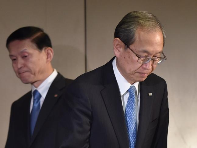 Toshiba Corp. President Satoshi Tsunakawa (R) and Vice President Yasuo Naruke (L) arrive at a press conference to announce the spinning off its micro chip business at the company's headquarters in Tokyo on January 27, 2017. Toshiba said on January 27 it will spin off its memory chip business, following reports that the vast conglomerate is planning to sell a stake in the unit to repair its battered balance sheet. KAZUHIRO NOGI / AFP