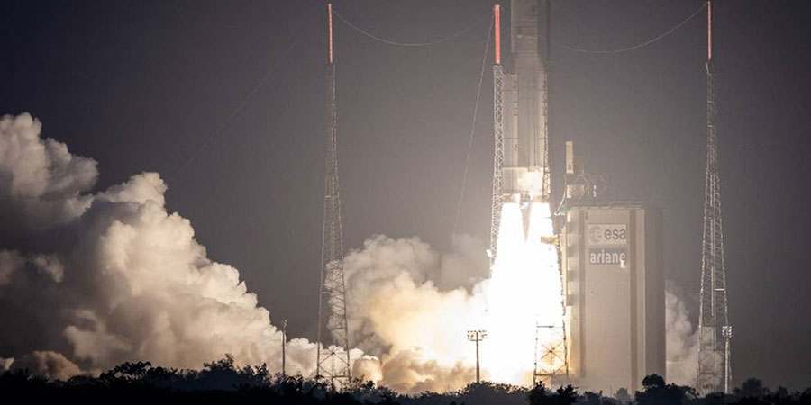 Ariane 5 lifts with two satellites for Asia